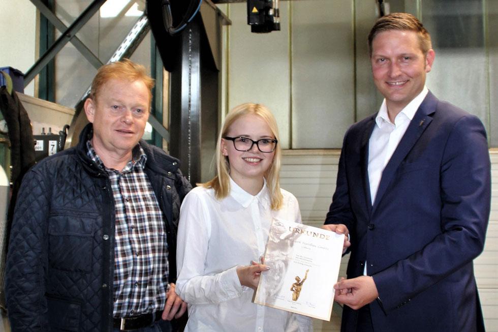Wewezow überreicht Urkunde SSB Stark Stahlbau GmbH
